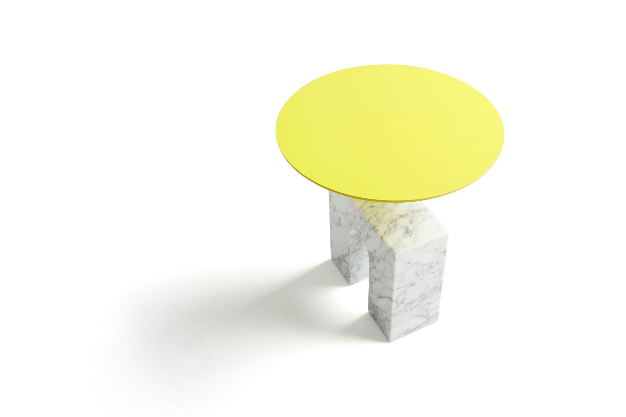 side_table_triumph_yellow